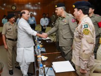 New Delhi: Union Home Minister Rajnath Singh shakes hands with Pakistani Rangers Director General (Punjab), Major General Umar Farooq Burki during a meeting in New Delhi on Friday. PTI Photo by Shahbaz Khan  (PTI9_11_2015_000058A)