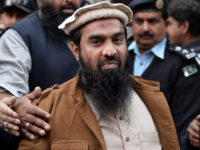 Pakistani security personnel escort Zaki-ur-Rehman Lakhvi (C), alleged mastermind of the 2008 Mumbai attacks, leaves the court after a hearing in Islamabad on January 1, 2015. Pakistan on January 1, approached the country's supreme court to stop the release of alleged mastermind of the 2008 Mumbai attacks whose detention order was this week suspended by a high court, a government prosecutor said. AFP PHOTO/ Aamir QURESHI