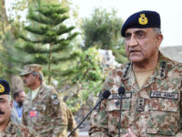APP77-30 NORTH WAZIRISTAN: November 30 – Chief of Army Staff General Qamar Javed Bajwa talking to troops during his visit to North Waziristan Agency. APP